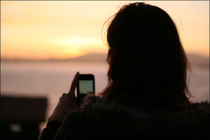 holding-camera-phone